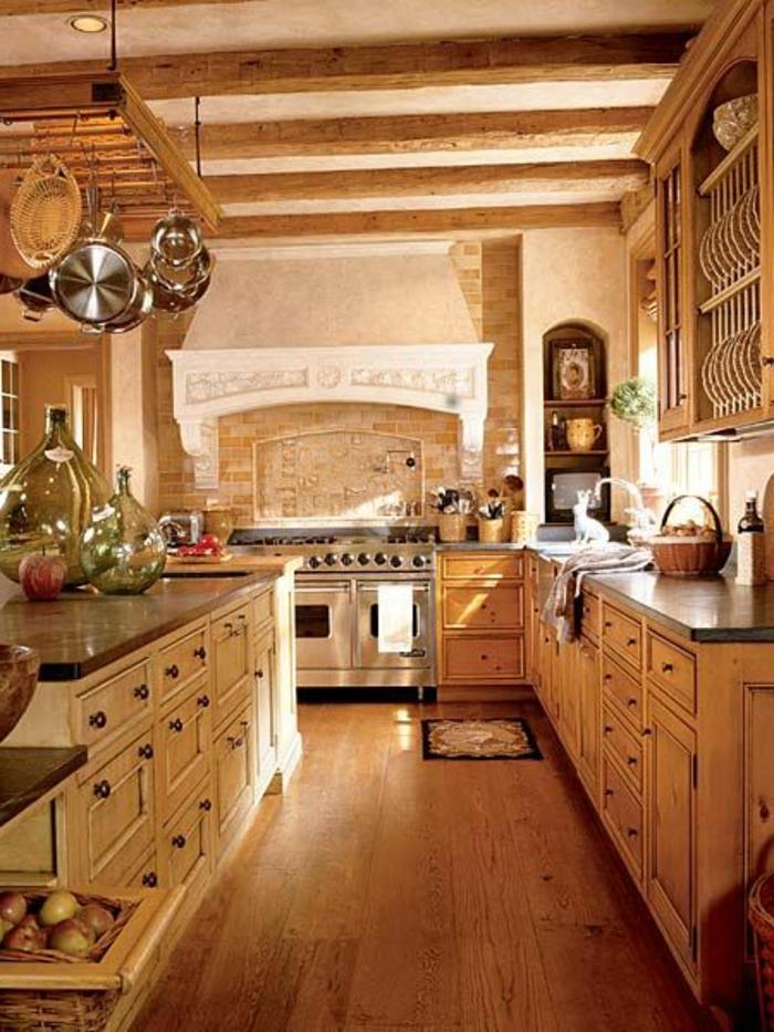 jolie-cuisine-feng-shui-avec-meubles-rustiques-sol-en-parquet-clair-et-meubles-en-bois