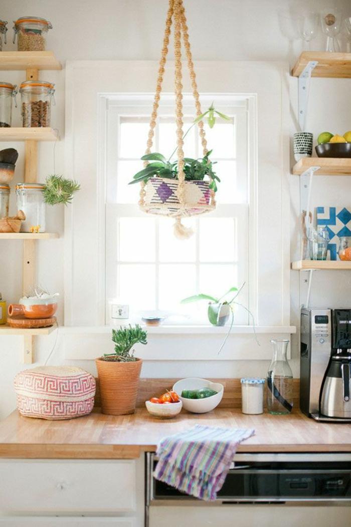 jolie-cuisine-feng-shui-couleur-avec-une-fenetre-grande-pour-beaucou-de-lumière