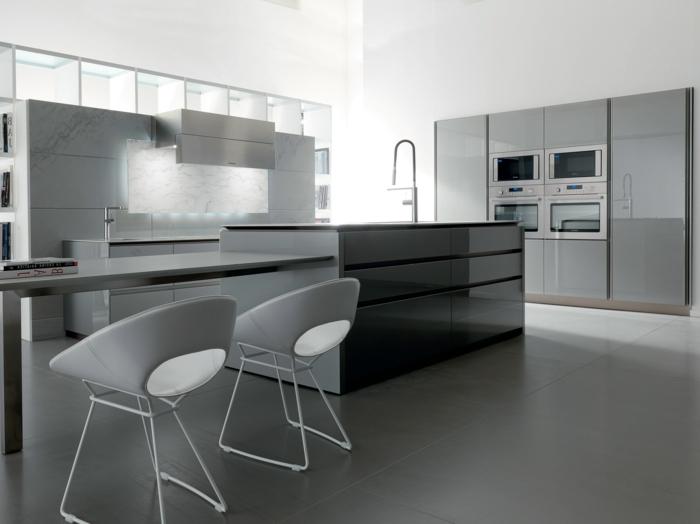 jolie-cuisine-laquée-gris-meubles-de-cuisine-gris-sol-en-carrelage-gris