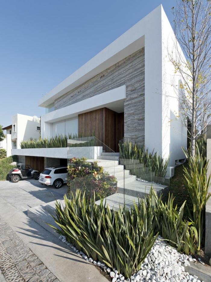 jolie-maison-avec-exterieur-minimalistique-cailloux-decoratifs-blancs-et-plantes-vertes