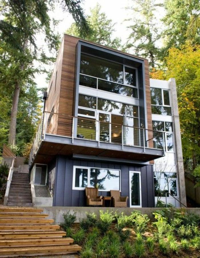 jolie-maison-de-luxe-grande-avec-grandes-fenetres-et-escalier-en-bois-dans-le-foret