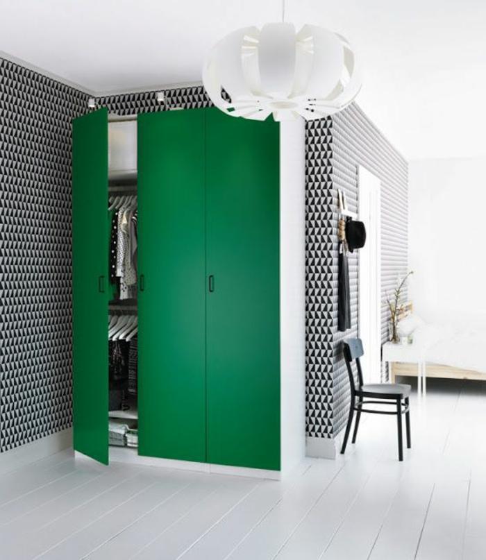 jolie-salon-de-couleur-blanc-noir-sol-en-planchers-blancs-et-plafond-blanc-lustre-blanc