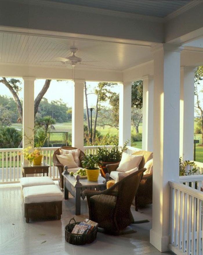 jolie-veranda-avec-garde-corps-castorama-pas-cher-peinture-blanche-pour-le-balustrade-extérieur