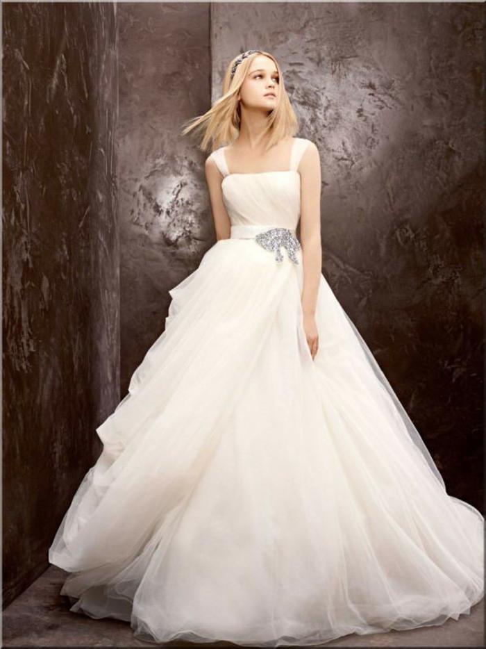la-belle-au-bois-dormant-Disney-robe-de-mariée-robe-de-princesse-blanche-longue