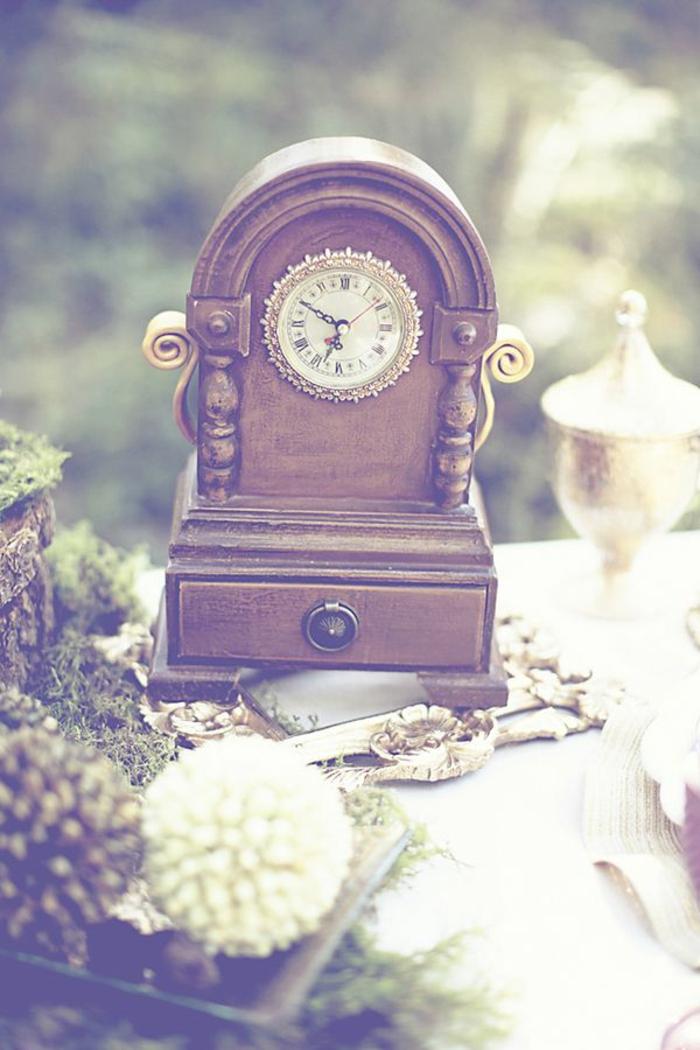 la-belle-et-la-bête-dessin-animé-de-disney-décoration-idées-intérieur-horloge