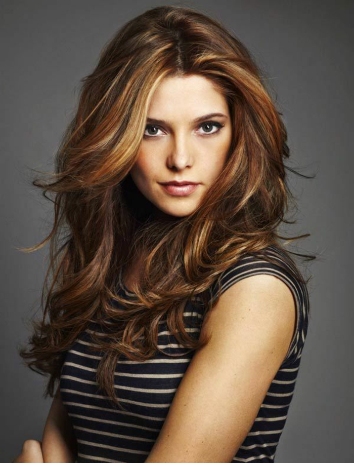 la-coloration-coiffure-en-tendance-pour-2015-couleur-cheveux-chatain-idée-femme