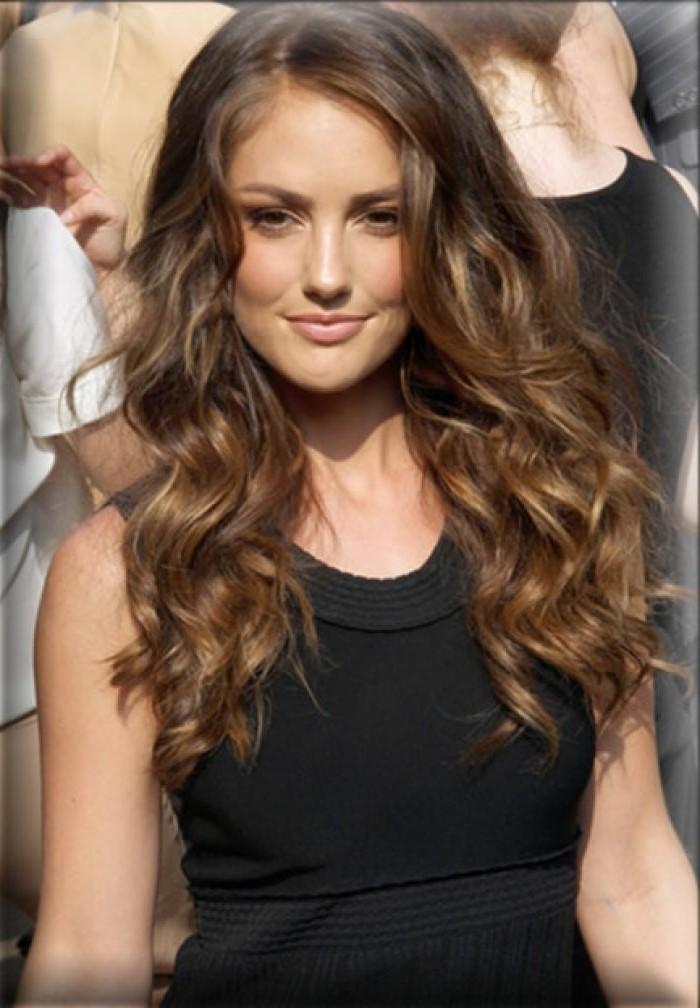 la-couleur-de-cheveux-tendance-2015-couleur-chatain-star-boucles