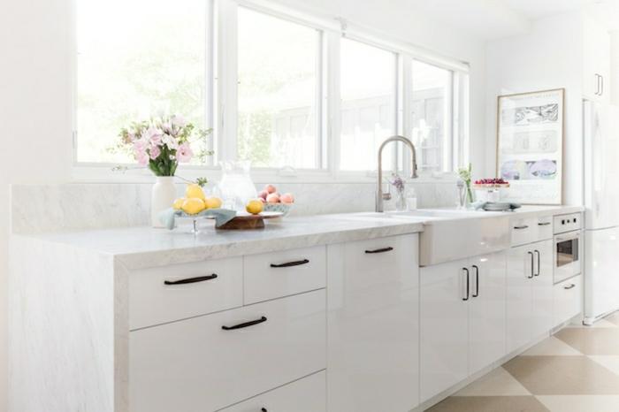 la-cuisine-blanche-et-bois-image-cuisine-laquée-blanche-plote