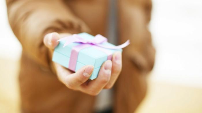 la-meilleur-idée-cadeau-original-pour-femme-offrir-du-joi-cadeau-pour-elle-lui-offre