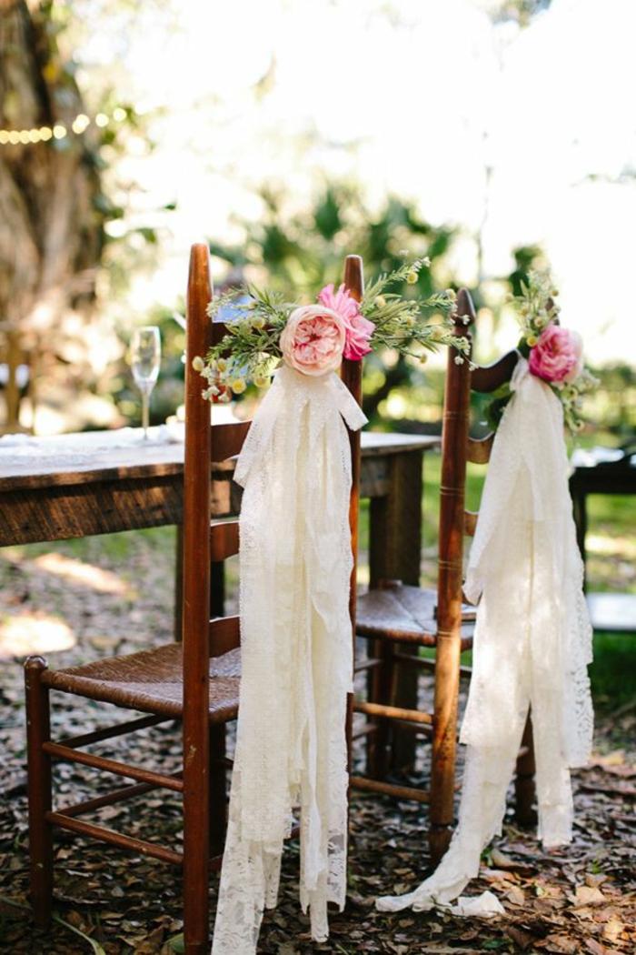 la-plus-belle-mode-de-décoration-mariage-une-jolie-decoration-pour-mariage-pas-cher-avec-hausse-de-chaise-pour-mariage-avec-fleurs-et-voilage-blanc