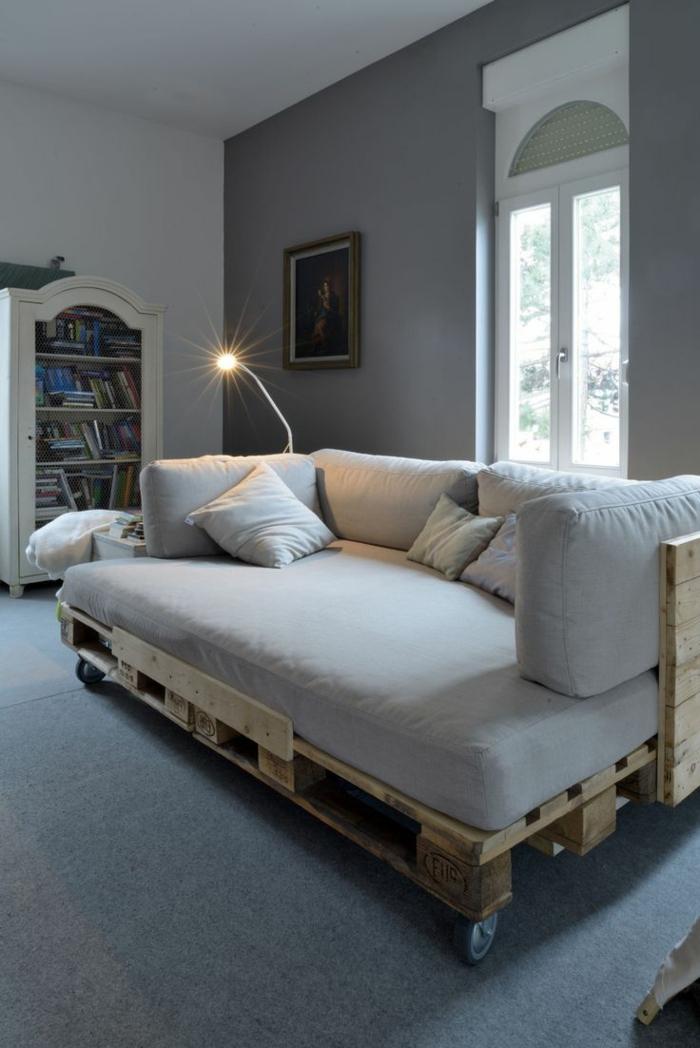 le-coussin-design-pour-canape-idée-à-faire-soi-même-canapé-palettes-europe