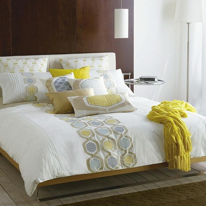 le-coussin-design-pour-canape-idée-à-faire-soi-même-le-lit-en-jaune