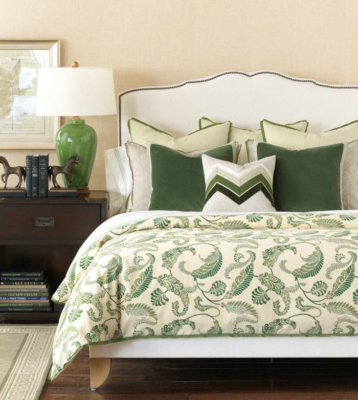 le-coussin-design-pour-canape-idée-à-faire-soi-même-lit-vert