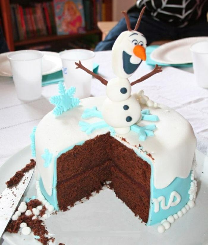 le-gâteau-reine-des-neiges-originale-délicieux-gateau-olaf-pate-a-sucre-au-chocolat-et-fondant