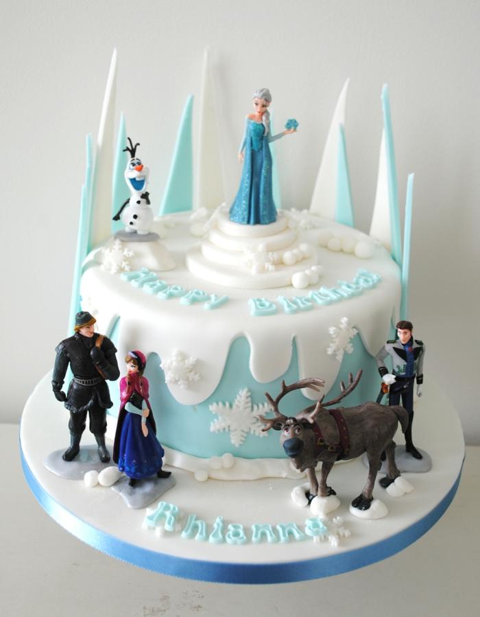 le-gâteau-reine-des-neiges-originale-délicieux-gateau-olaf-pate-a-sucre-beau-en-bleu