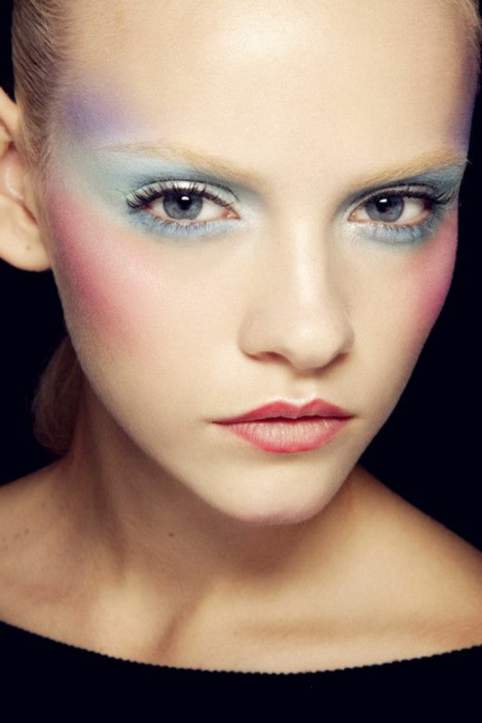le-maquillage-artistique-qui-va-transformer-votre-face-le-maquillage-yeux-bleus