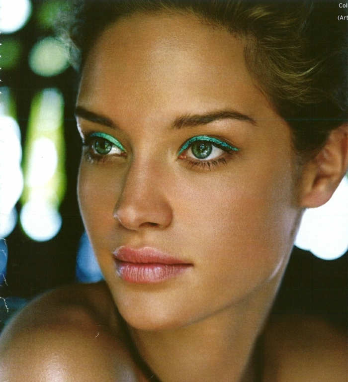 makeup-the-eyes-brown-green-tutorial-makeup-eyes-green-woman-resized