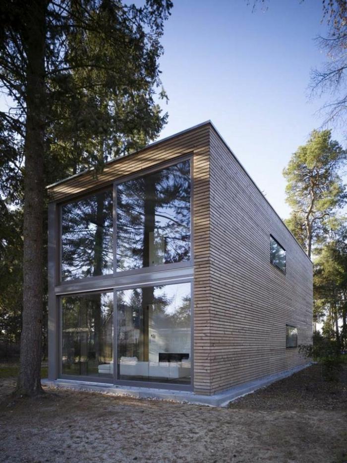 le-minimalisme-en-architecture-une-jolie-maison-dans-le-foret-fenetres-grandes-mur-en-planchers