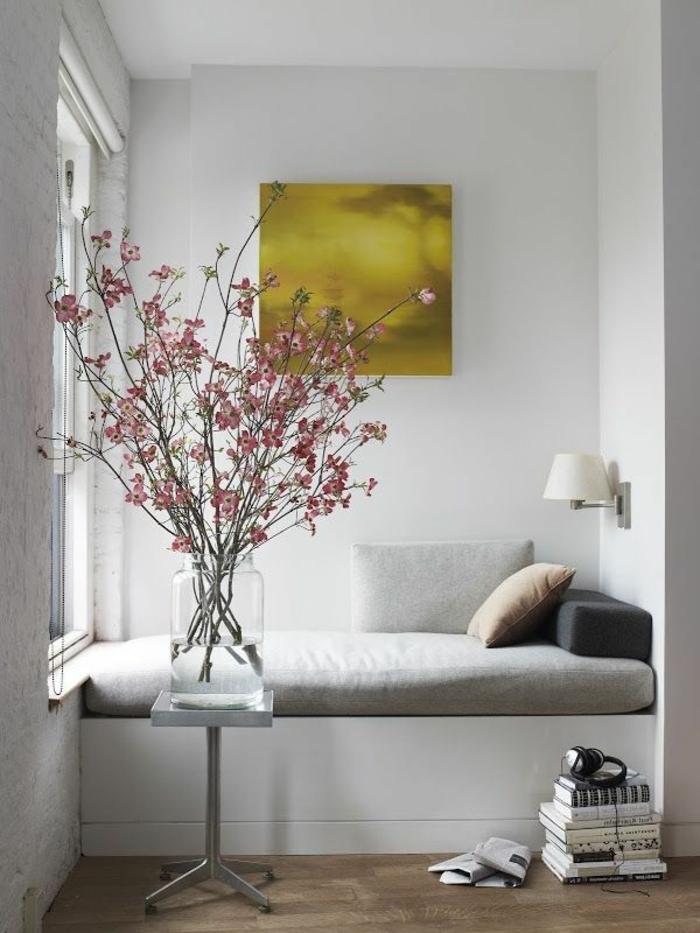 le-plus-beau-canape-de-lecture-gris-dans-le-salon-avec-lampe-de-lecture
