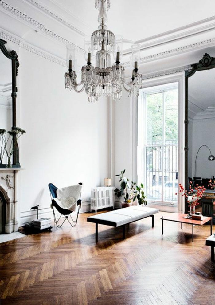 le-saint-maclou-parquet-pour-le-salon-de-style-baroque-avec-fenetres-grandes-et-lustre-baroque