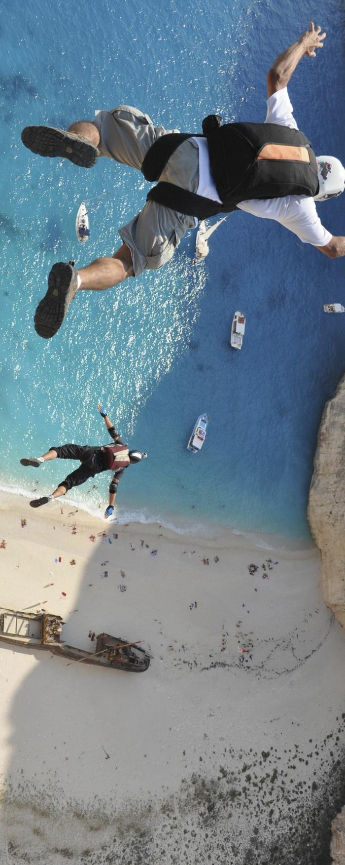 le-saut-parachute-belle-vue-de-l-hauteur-avion-images-plage-sable