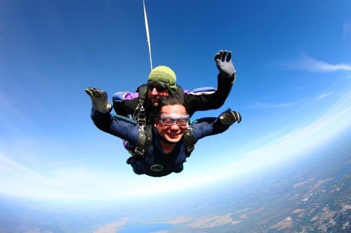 le-saut-parachute-belle-vue-de-l-hauteur-avion-images