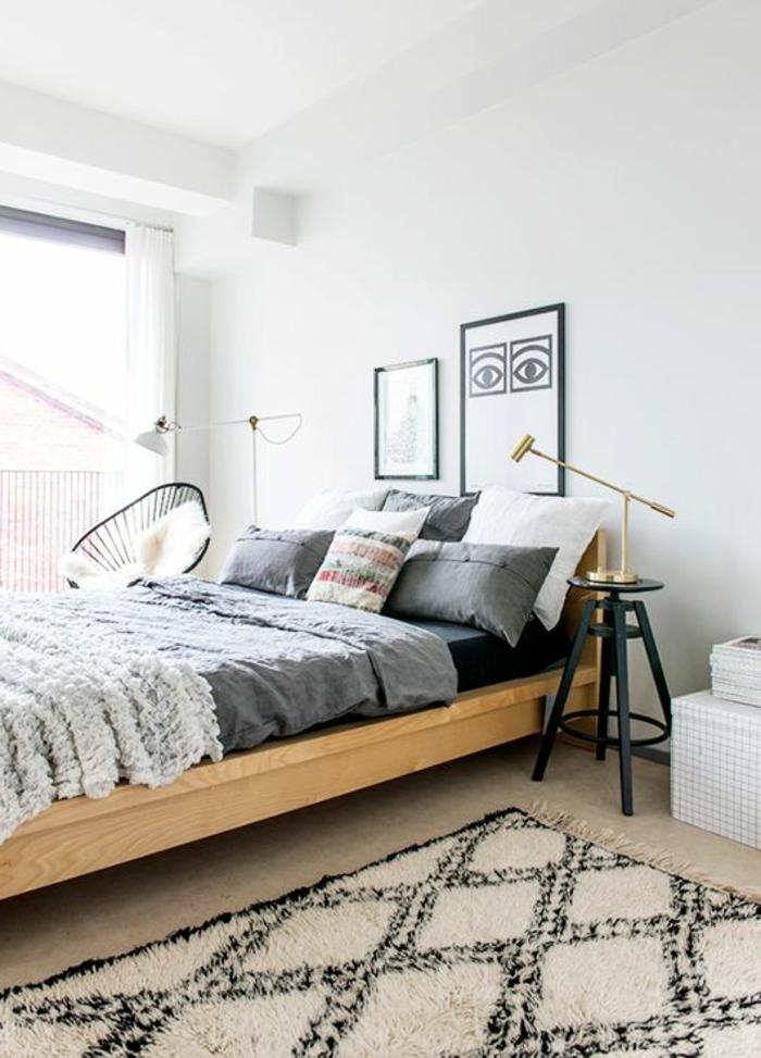 le-tapis-beige-dans-la-chambre-à-coucher-avec-deco-nordique-avec-meuble-suedois-et-tapis-scandinave