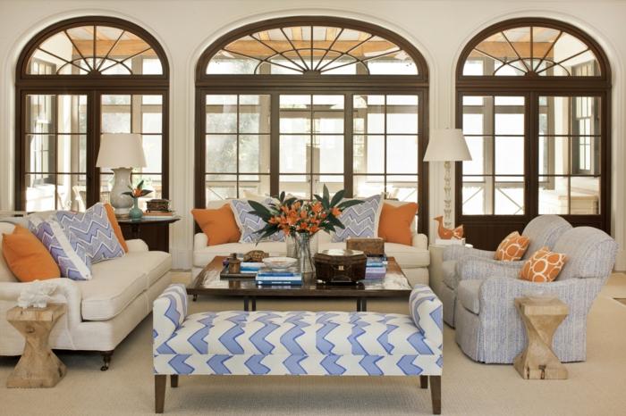 table basse de salon - fenêtres grandes - lampe - canapé blanc confortable