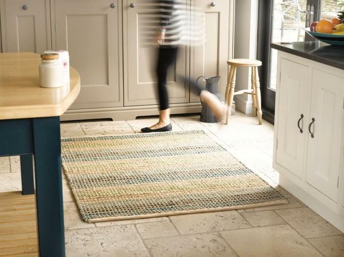 le-tapis-en-jonc-de-mer-salon-stylé-rustique-classique-originale-sur-cuisine