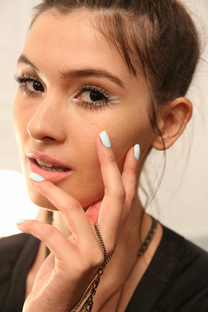 le-vernis-ongles-idée-beauté-mains-ongles-soin-esthétiques-à-elle-resized