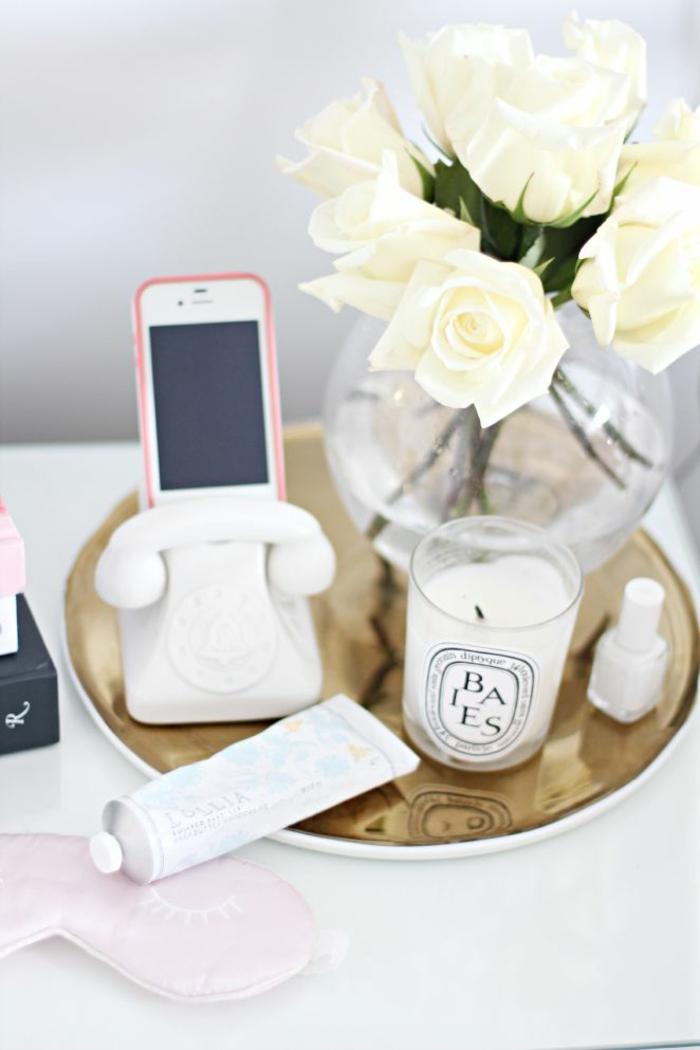 les-bougies-parfumees-idée-pour-la-décoration-de-votre-chambre-table-de-chevet