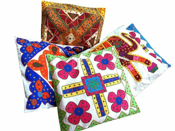 les-coussins-décoratifs-colorés-à-motifs-intéressants-housse-de-coussin-colorés