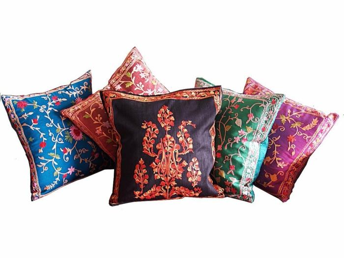les-coussins-décoratifs-colorés-à-motifs-intéressants-housse-de-coussin-moderne