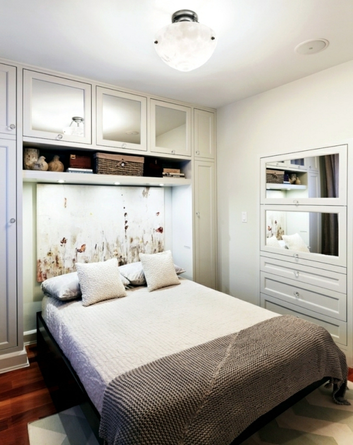 lit-adulte-dans-la-chambre-a-coucher-but-idées-intérieur-stylé-amenager-bien-petite-chambre-à-coucher