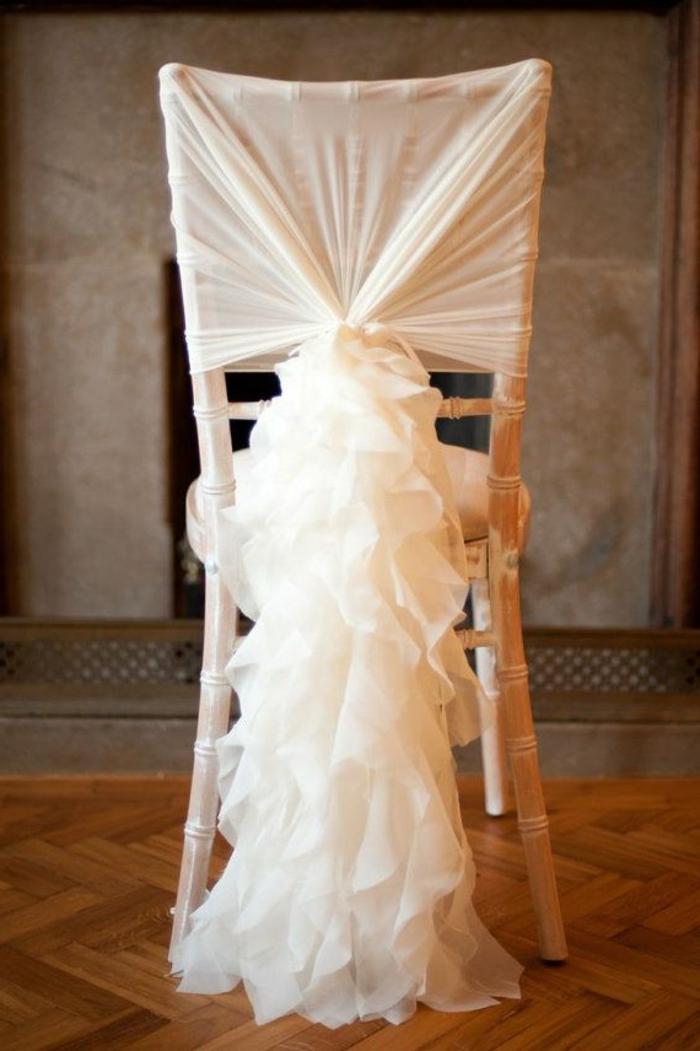 location-housse-chaise-mariage-de-couleur-blanche-decorer-les-chaises-de-mariage-pas-cher