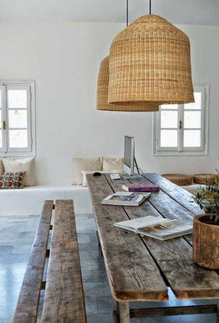 lustre-bambou-lustre-en-rotin-pour-la-salle-de-séjour-banc-en-bois-foncé-pour-la-salle-de-séjour