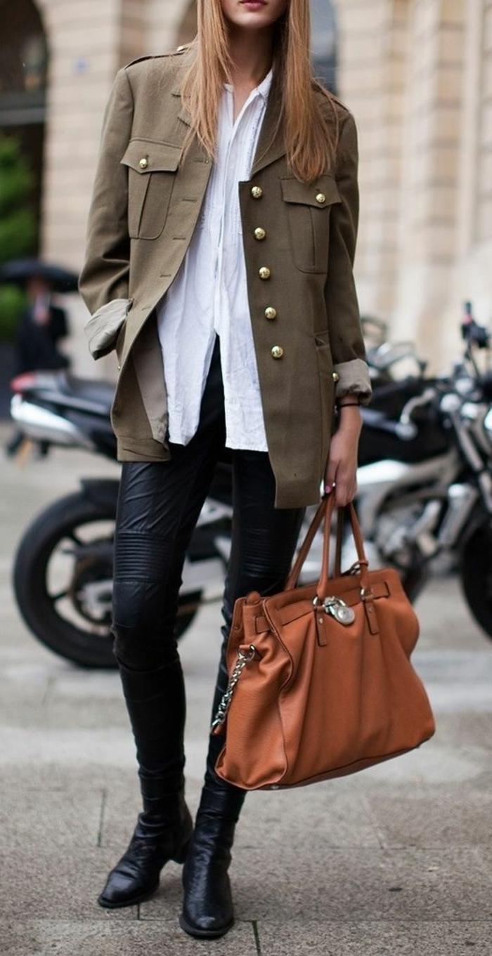 manteau-officier-femme-vert-foncé-pour-les-filles-modernes-chemise-blanche-pantalon-noir-cuir