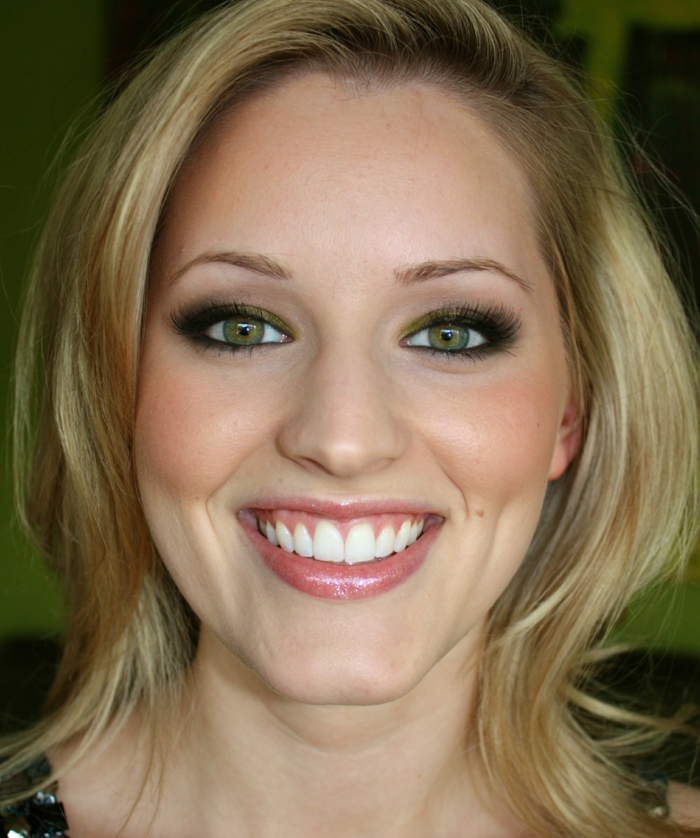 Makeup-eyes-green-hair blonde-makeup-eye-for-green-smile-resized