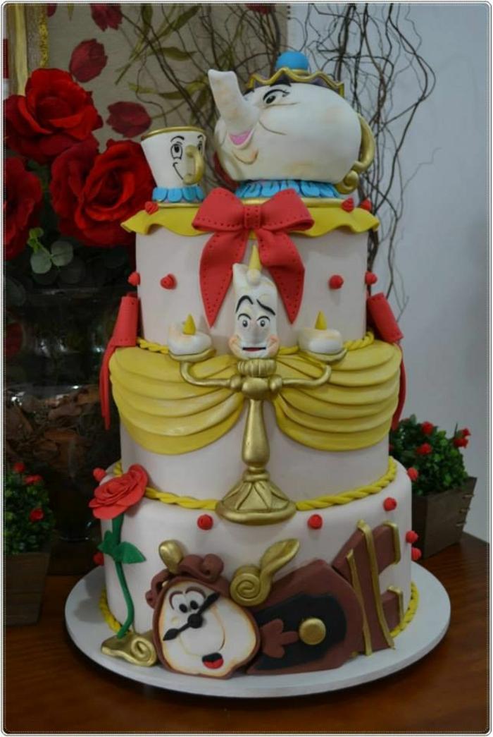 ... le gâteau convenable pour le mariage de La Belle et la Bête Disney