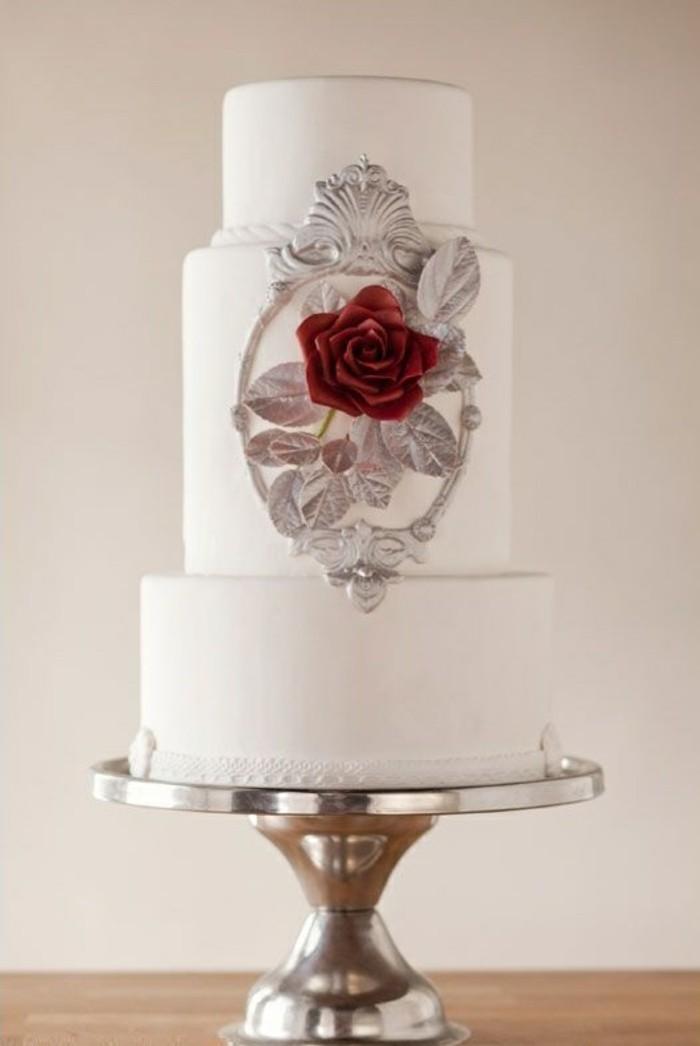 mariée-le-gâteau-de-mariage-inspiré-par-Belle-et-la-Bête-disney-blanc-et-rose-rouge