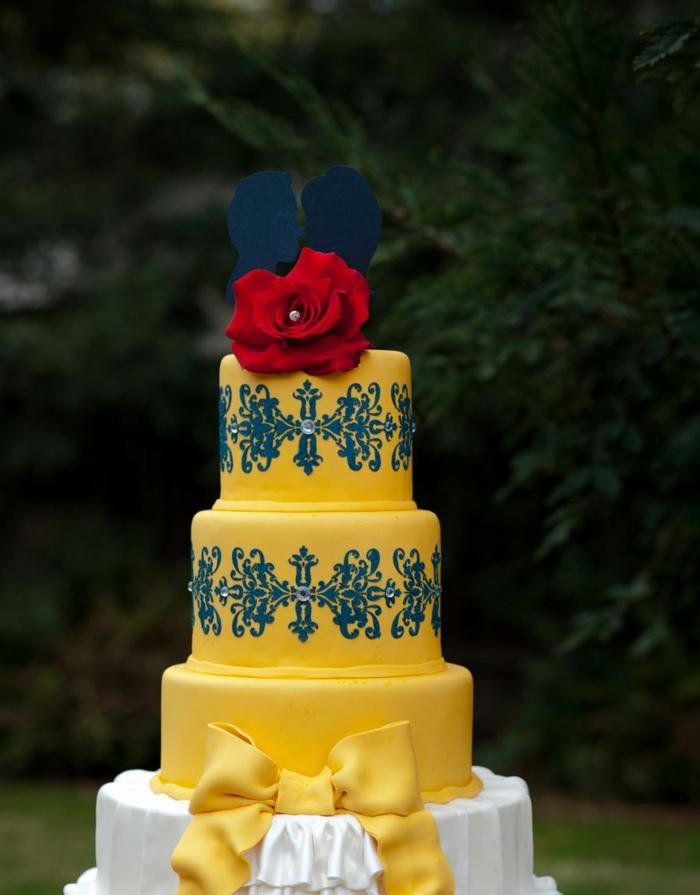 mariée-le-gâteau-de-mariage-inspiré-par-Belle-et-la-Bête-disney-jaune