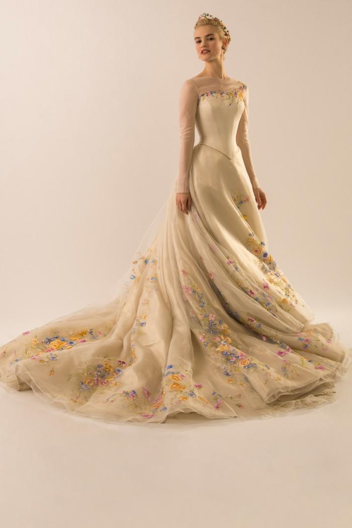 mariage-cendrillon-chaussure-idée-robe-de-mariée-theme-mariage-original-belle-robe-de-mariée