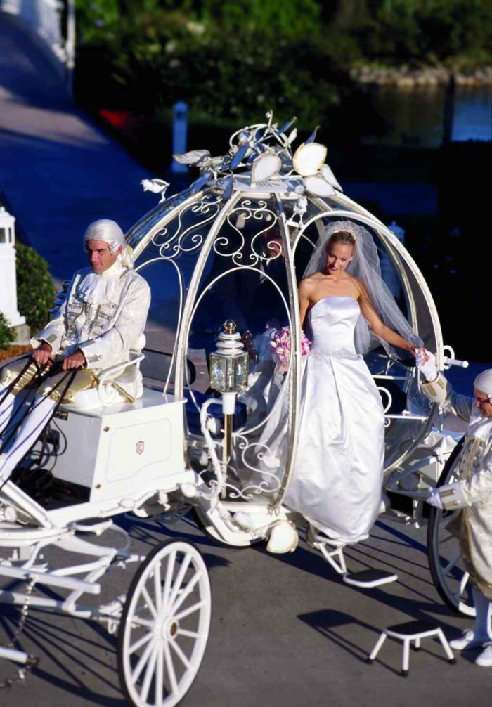 mariage-cendrillon-chaussure-idée-robe-de-mariée-theme-mariage-original-carosse-mariée
