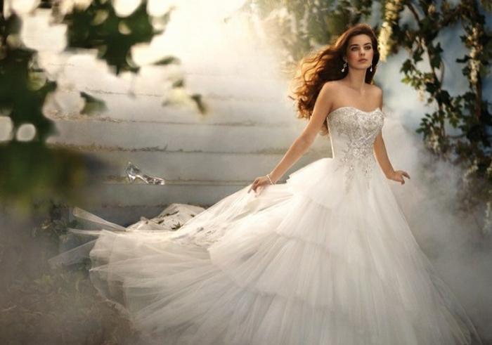 mariage-cendrillon-chaussure-idée-robe-de-mariée-theme-mariage-original-idées-mariage-beauté