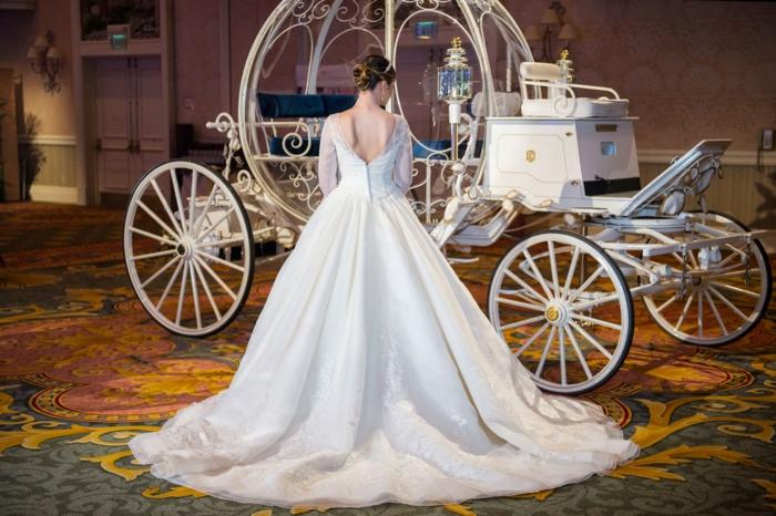 mariage-cendrillon-chaussure-idée-robe-de-mariée-theme-mariage-original-robe-blanche-de-princesse