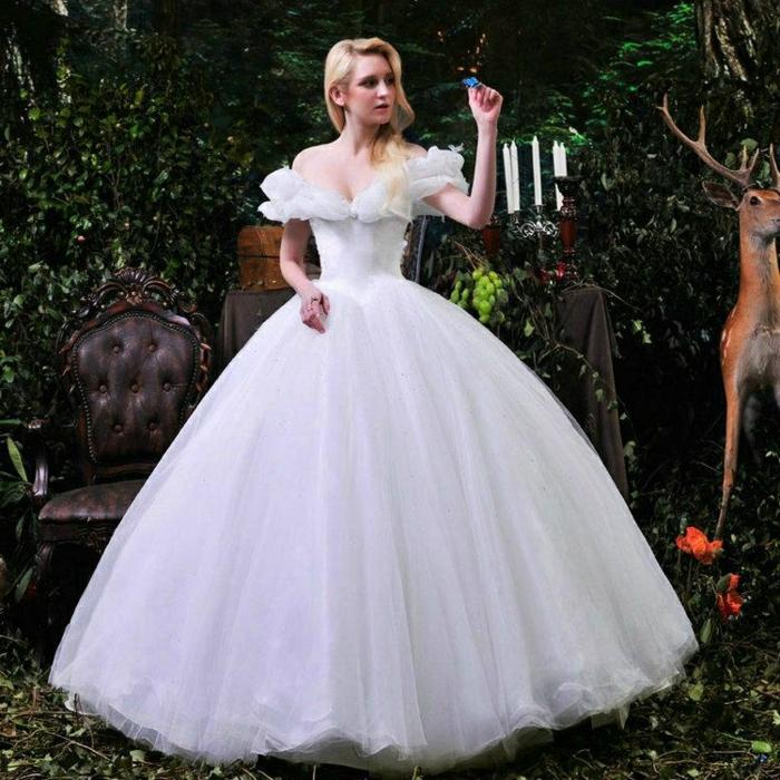 mariage-cendrillon-chaussure-idée-robe-de-mariée-theme-mariage-original-robe-de-princesse-disney-cendrillon