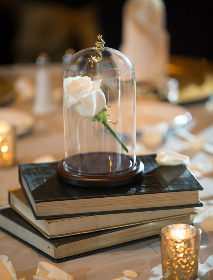mariage-conte-de-fée-la-belle-et-la-bête-disney-déco-festive-décoration-table-blanc-rose-livres