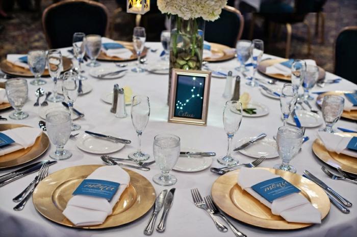 mariage-conte-de-fée-la-belle-et-la-bête-disney-déco-festive-décoration-table-nappe-assiettes-dorée-jaune-et-bleu