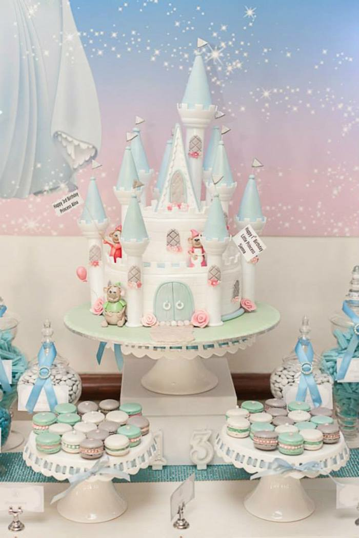 mariage-idées-organisation-hall-décoration-table-évenement-spécial-gâteau-anniversaire