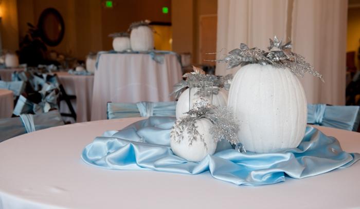 mariage-idées-organisation-hall-décoration-table-évenement-spécial-pumpkin-sur-table-blanche